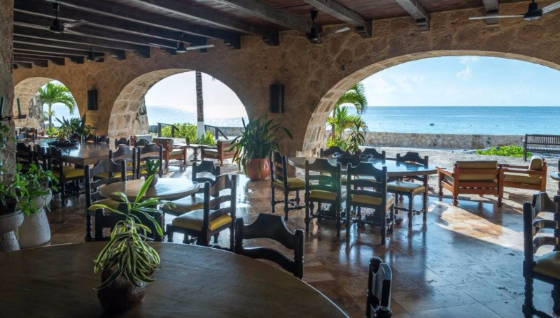 Buccanos_Grill_Beach_Club_Cozumel