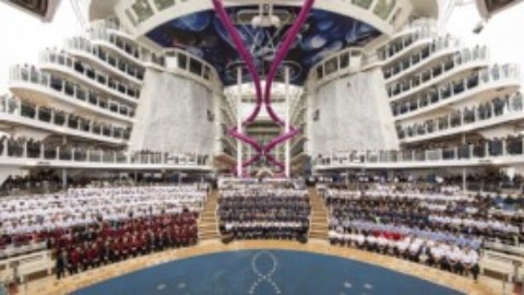 World's Largest Cruise Ship Calls into Cozumel