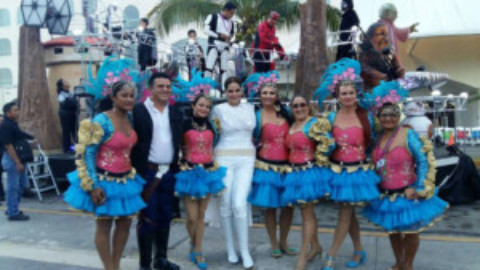 What it's Like to Dance in Carnaval Parades: A Gringa Reports